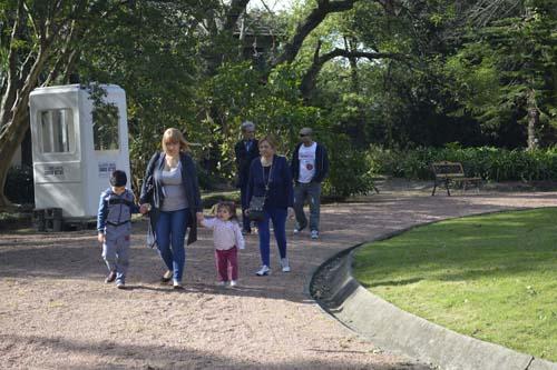 Personas llegando a la Quinta de Herrera