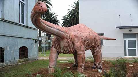 Escultura de Titanosaurio