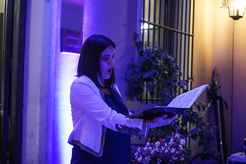 Cantante de la Escuela Nacional de Arte Lírico (ENAL-SODRE) durante su espectáculo en Casa Montero