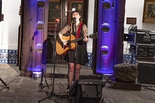 Marcella Ceraolo durante su espectáculo Panorama Canción
