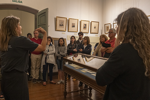 Visita Guiada a la exposición -Juan Manuel Besnes e Irigoyen, inventó, escribió y dibujó- acompañada de LSU